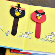 Plan an angry bird birthday party with an angry birds craft activity. Fun and easy angry birds crafts for kids. Ideas for making angry bird crafts. Paper Crafts For Kids, Crafts For Kids To Make, Art For Kids, All Angry Birds, Bird Puppet, Puppet Tutorial, Bird Birthday Parties, Free Your Mind, Homemade Bird Feeders
