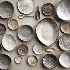 "2,741 Gostos, 83 Comentários - Mike & Mandy (@earthandbaker) no Instagram: ""Wrapping up a storm tonight. #christmasgifts #pottery #ceramics #australianceramics #bowls…"""