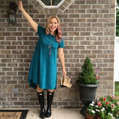 Even on a rainy day I'm loving this LuLaRoe Carly dress. I'm wearing my Hunter Boots to keep my feet dry and warm too! #ootd