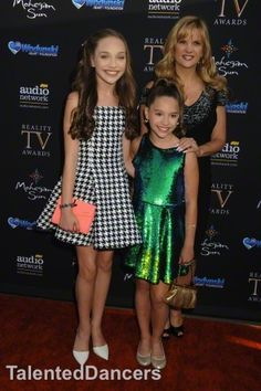 Melissa gisoni in dance moms fan meet and greet benefiting melissa with her two daughters maddie mackenzie at the reality tv awards m4hsunfo