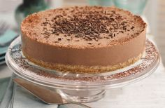 Slimming World's Mississippi mud pie is a classic with a makeover, using skimmed milk and quark - but no one will know the difference! Plus, it takes just 30 mins to prepare. Everyone will enjoy Slimming World's show-stopping lighter version of this much Slimming World Puddings, Slimming World Cake, Slimming World Treats, Slimming World Plan, Slimming World Cheesecake, Slimming World Taster Ideas, Slimming World Brownies, Baked Oats Slimming World, Mississippi Mud Pie