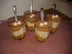 Warm nagerecht van appelcompote (beetje appelkorn)met kaneel, custardvla en gemalen creuslikoekjes, topping van witte chocolade crunchy's