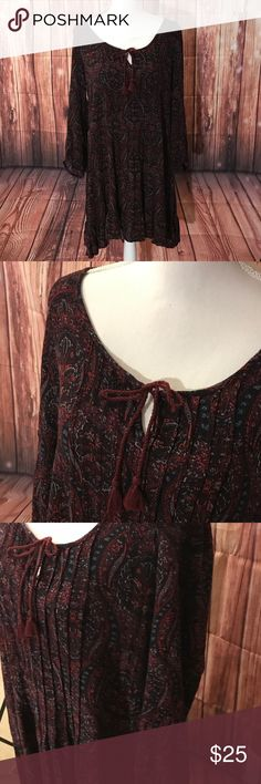 American Eagle Boho Dress Size Large Gorgeous American Eagle dress perfect colors and print for fall. This dress gives off major bohemian vibes and is somewhat pleated on the front and back. Size large 💕 American Eagle Outfitters Dresses