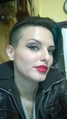 Novembre 2015 . Un bel finto corto alla Ruby rose ❤ A good fake short hair in Ruby rose style... #rubyrose #shorthair #tomboyfemme #tomboy #maschiaccio #lesbian #lesbo #hairstyle #fakeshort #shavedgirl #transformations #trasformismi #Tixianne #queentixianne #sexyhair #capelli #acconciatura