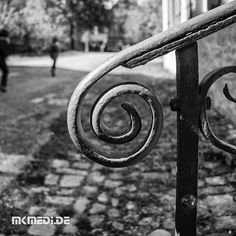 Markus Medinger Picture of the Day | Bild des Tages 23.01.2018 | www.mkmedi.de #mkmedi  #blackandwithe #schwarzweiss #urban #city #geländer #railing  #instagood #photography #photo #art #photographer #exposure #composition #focus #capture #moment  #badenwuerttemberg #germany #deutschland  #365picture #365DailyPicture #pictureoftheday #bilddestages #streetphotography  @badenwuerttemberg @visitbawu @0711stgtcty @deinstuttgart @0711stgtcty @stuttgart.places @geheimtippstuttgart @stuttgartblick…