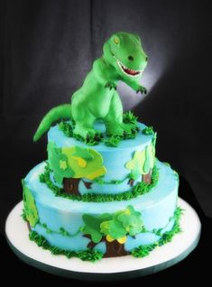 Tiered T-Rex Cake (family cake birthday) Dinasour Birthday Cake, Dinasour Cake, Dinosaur Birthday Party, Cake Birthday, 4th Birthday, T Rex Cake, Dino Cake, Crazy Cakes, Fancy Cakes