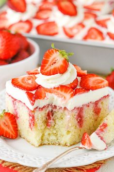 Poke cakes are both easy to make and easy to customize. Here are recipes for everything from red velvet to chocolate Nutella to key lime poke cakes. Strawberry Vanilla Cake, Strawberry Poke Cakes, Strawberry Sauce, Strawberry Recipes, Easy Strawberry Shortcake, Poke Cake Recipes, Banana Recipes, Dessert Recipes, Homemade Vanilla Cake