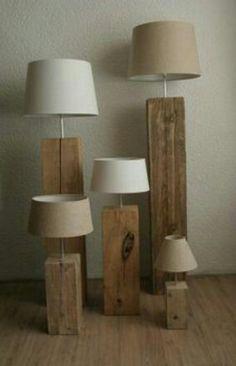 Staande stijgerhouten lamp