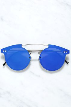 There's nothing ordinary about your fashion choices, which is why you naturally gravitate to the Spitfire Trip Hop Blue Mirrored Sunglasses! Sturdy silver sunnies have a unique frame-less look with flat, blue mirrored lenses and a curving bridge. 100% UV protection. Protective hard case and cloth included.