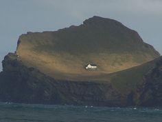A única casa da ilhota de Elliðaey, no arquipélago de Vestmannaeyjar, no sul da Islândia, pertence à Björk.