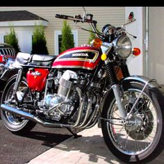 Honda CB 750 - the Bike that Changed Everything ~ Motorcycles Scooters Ideas Classic Honda Motorcycles, Honda Bikes, Honda Cb750, Cool Motorcycles, Honda Motorbikes, Ducati, Honda Cb Series, Japanese Motorcycle, Touring Bike