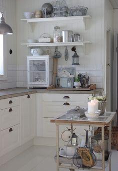 40 Amazing Shabby Chic Country Kitchen Decorating Ideas for 2019 34 Country Kitchen, New Kitchen, Kitchen Dining, Kitchen Decor, Room Kitchen, Island Kitchen, Kitchen Cart, Cozinha Shabby Chic, Cocina Office