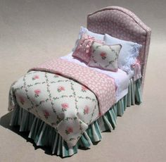 PINK KATY PADDED HEADBOARD BED Miniature Dollhouse Furniture, Miniature Rooms, Dollhouse Miniatures, My Doll House, Barbie House, Doll Houses, Casas Shabby Chic, Barbie Furniture, Furniture Vintage