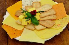 Recetas de 8 quesos veganos que te harán olvidar el queso original.En este artículo hemos preparado una selección de las 8 mejores recetas d... Vegetarian Comfort Food, Vegan Vegetarian, Vegan Cheese, Vegan Life, Vegan Recipes, Veggies, Food And Drink, Healthy Eating, Cooking