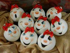 Resultado de imagem para Cute Snowman Faces to Paint Painted Christmas Ornaments, Hand Painted Ornaments, Christmas Baubles, Holiday Ornaments, Christmas Art, Christmas Projects, Christmas Decorations, Snowman Ornaments, Snowmen