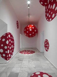 "Yayoi Kusama At Tate Modern: An installation shot of ""Dots Obsession"" at the Museo Nacional Centro de Arte Reina Sofia, Madrid. Yayoi Kusama, Land Art, Pop Art, Inspiration Artistique, Art Abstrait, Japanese Artists, Installation Art, Art Installations, Action Painting"