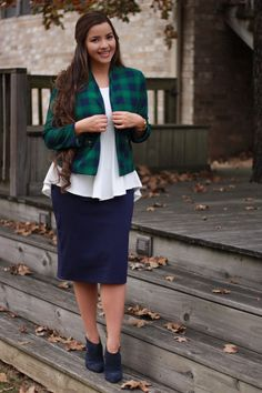 Late night teaser! This will be available in S-3XL, the whole outfit! Blazer, peplum and Skirt! Who loves it?!