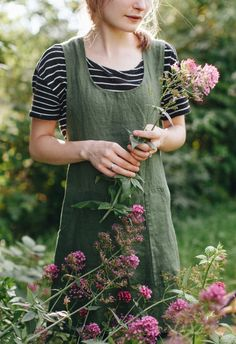 The PAC pinafore has quickly become an apron staple in many homes. There's a reason this vintage style has stuck around over the years - pinafores are flattering, comfortable, and can be worn almost a