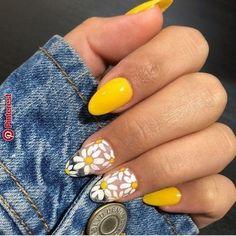 - Nail art - 23 Great Yellow Nail Art Designs 2019 – Idee per unghie a mano - Yellow Nails Design, Yellow Nail Art, Purple Nail, Color Yellow, Pastel Nail Art, White Glitter Nails, Big Yellow, Black Nails, Edge Nails