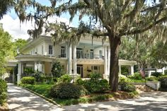 Often referred to as the Wedding Cake House by locals, this expansive Savannah, Georgia home has stately architecture that exhibits the best of traditional ...
