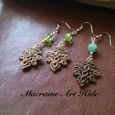 誕生石シリーズ始めたいと思いまーす!! ペリドットとエメラルドのマクラメピアス!! #macrame#ピアス#earrings…