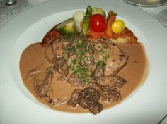 Medallions of Veal with Mushrooms - Ingredients and Preparation Group Meals, Stuffed Mushrooms, Chicken, Meat, Cooking, Breakfast, Recipes, Drink, Board