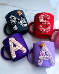 Polymer Clay Figures, Cute Polymer Clay, Cute Clay, Polymer Clay Charms, Handmade Polymer Clay, Polymer Clay Earrings, Coffee Mug Crafts, Decorated Wine Glasses, Diy Mugs