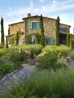 Magnificent Tuscan Villa, amazing interiors & view - Villas for Rent in San Casciano dei Bagni, Tuscany, Italy - view of the house from the formal garden - Tuscan Garden, Italian Garden, Italian Home, Tuscan House, Italian Villa, Mediterranean Homes Exterior, Mediterranean Home Decor, Exterior Homes, Mediterranean Architecture