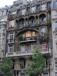 París. Art Nouveau Avenue Rap