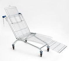 Gecombineerde verwijzing naar Eames en consumentisme: winkelwagen loungechair van de Amerikaanse in Frankfurt werkende ontwerper Mike Bouchet.