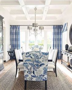Blue And White Living Room, Dining Room Blue, White Rooms, Dining Room Design, Dining Room Furniture, Dining Rooms, Dining Chairs, Blue And White Fabric, Blue Rooms