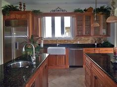 backsplash for kitchen cabinets maple cabinets black granite tops and travertine 4251