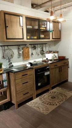 cuisine urban de hygena avec des fa ades l aspect bois sombre gris et textur affirmant un. Black Bedroom Furniture Sets. Home Design Ideas