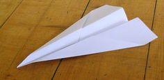 Ik vraag mij af hoeveel zo'n vliegtuigjes er zo door de klassen zijn gevlogen... ;) #knutselen
