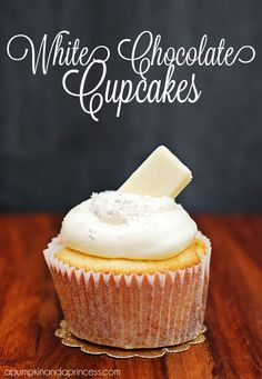 White Chocolate Cupcakes & Frosting Happy Monday my friends! I think the best way to start off a Monday is with a cupcake recipe, don't you agree? This white chocolate cupcake with white chocolate cream cheese frosting is simply divine! Cupcake Frosting Recipes, Chocolate Frosting Recipes, Yummy Cupcakes, Frost Cupcakes, Köstliche Desserts, Delicious Desserts, Dessert Recipes, French Desserts, Plated Desserts