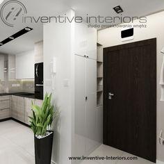 Projekt przedpokoju Inventive Interiors - jasny przedpokój z białą szafą