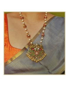 Pearl necklace and pendant kundan haaram Pearl Necklace Designs, Gold Earrings Designs, Gold Haram Designs, Beaded Jewelry Designs, Jewelry Ideas, Gold Bangles Design, Gold Jewellery Design, Gold Temple Jewellery, Gold Jewelry