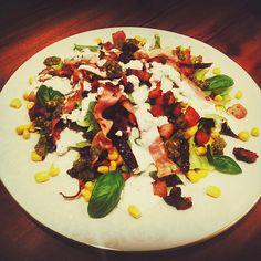 #sałatka #salad #etna #omnomnom #dinner #garlicsauce #marcingotuje #instafood #foodporn #foodgasm #boczek #szynka #bedegruby