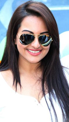 Sonakshi Sinha, Deepika Padukone, Most Beautiful Indian Actress, Beautiful Actresses, Mirrored Sunglasses, Sunglasses Women, Prabhas Pics, Wild Hair, Indian Actresses