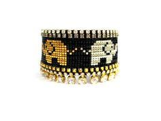 Γεια, βρήκα αυτή την καταπληκτική ανάρτηση στο Etsy στο https://www.etsy.com/listing/217030526/elephant-bead-loom-bracelet-swarovski
