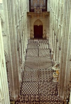 """Lacloserie Amiens cathedral - France (The """"original"""" doodle art floor minus the markers! Art Et Architecture, Amazing Architecture, Architecture Details, Temples, Labyrinth Maze, Labyrinth Garden, Chapelle, Place Of Worship, Beautiful Places"""