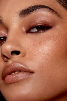 We break down the best eyeshadow looks for your eye shape. Best Eyeshadow, How To Apply Eyeshadow, Cream Eyeshadow, Eyeshadow Looks, Bronze Eyeshadow, Glowy Makeup, Beauty Makeup, Fresh Makeup, Makeup Inspo