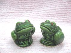 Hey, I found this really awesome Etsy listing at https://www.etsy.com/listing/245161414/vintage-ceramic-1950s-green-frogs-toads