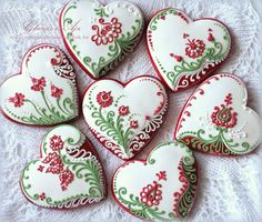 Red-White-Green flowers and hearts decorated valentine sugar cookies | Cookie Connection  Galletas decoradas de corazones