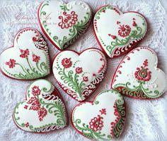 Red-White-Green flowers and hearts decorated valentine sugar cookies | Cookie Connection Galletas decoradas de corazones