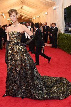 Karlie Kloss - Glamour Girls: The Best 100 Oscar de la Renta Red Carpet Moments - HarpersBAZAAR.com
