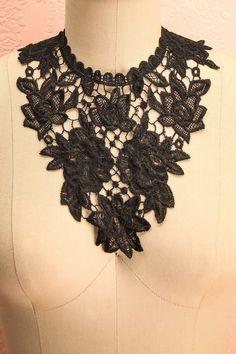 Collier plastron noir en dentelle - Black lace statement necklace