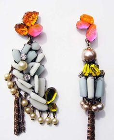 Laureata nel 2007, Nikki Couppee realizza bijoux particolari, tra il design e loggetto artistico. Sfogliando il portolio si vede che i pezzi, anche se cambiano di genere e materiale di anno in anno, mantengono una certa unicità. Belli gli orecchini a coppia spaiata, come anche linterpretazione di parti di bambole