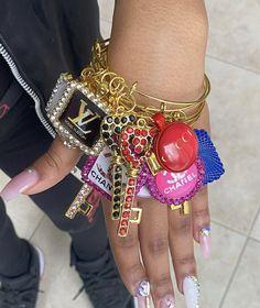 Cute Jewelry, Body Jewelry, Jewelry Accessories, Jewellery, Bangle Bracelets With Charms, Bangles, Fashion Bracelets, Girls Fashion Clothes, Mode Hijab