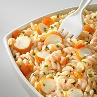 Pasta salad with surimi - recette plat - Salad Recipes Healthy Easy Salads, Healthy Salad Recipes, Meat Recipes, Pasta Recipes, Easy Meals, Food Inspiration, Macaroni Salad, Food And Drink, Lunch